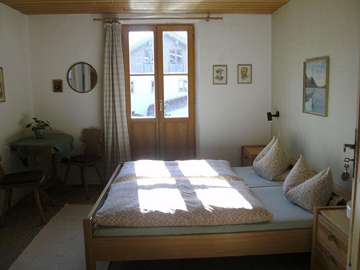 Ferienwohnungen appartment hans und higu daisenberger for Schlafzimmer 15 qm einrichten